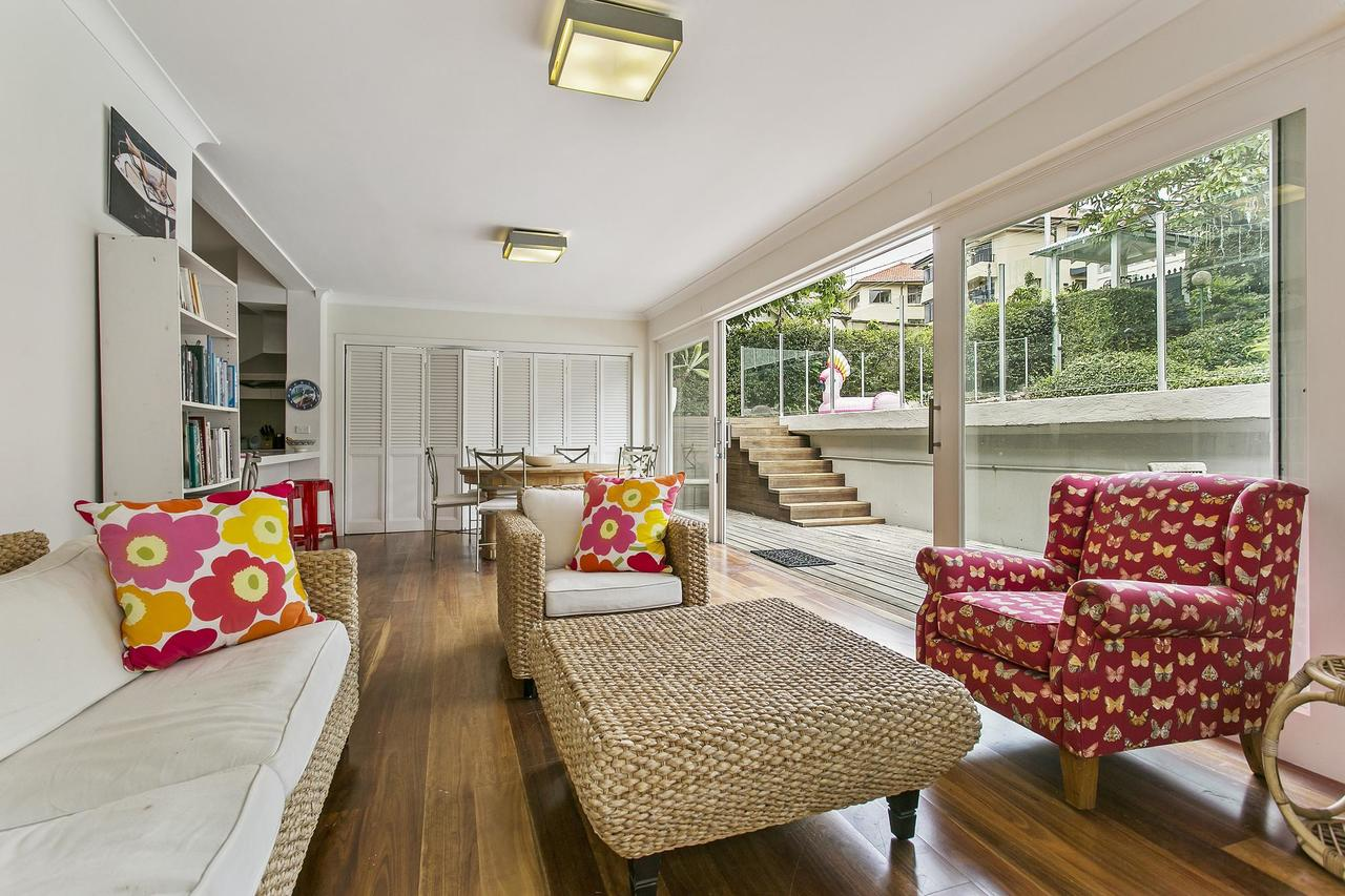 Summery spacious 4 bed home in Kurraba Point