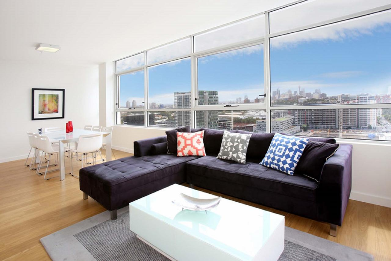 Gadigal Groove - Modern and Bright 3BR Executive Apartment in Zetland with Views